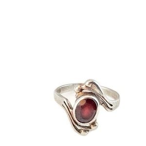 Jewelry - Sterling Silver Vintage Cut Garnet Ring size 7